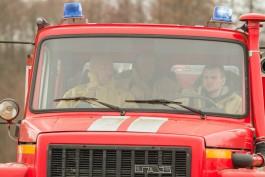 На въезде в Гурьевск сгорели два полуприцепа-раздевалки
