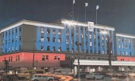 Здание администрации Калининграда решили подсветить российским триколором