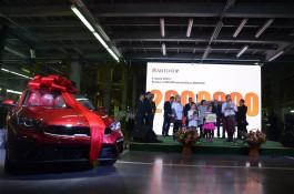 «Будет служить на благое дело»: «Автотор» выпустил двухмиллионный автомобиль