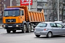С начала года камеры зафиксировали в Калининграде 50 водителей, перевозивших сыпучие грузы без тента