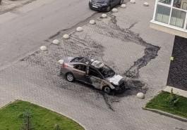 Ночью на улице Согласия в Калининграде загорелся автомобиль