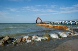 Белов: Буны на балтийском побережье строят не для борьбы с волнами