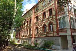 «В ожидании скульптуры»: на улице Комсомольской в Калининграде отремонтировали исторический дом