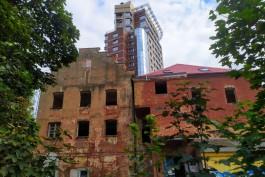 «Функционализм с вороньими ступенями»: общественники пытаются спасти от сноса здание на Стекольной