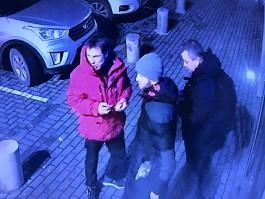 Калининградская полиция разыскивает троих мужчин, которые отобрали у пенсионера деньги