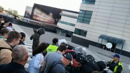 Очевидцы: Пассажирам в «Храброво» выдают багаж на улице рядом с самолётами
