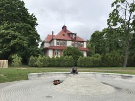 На Верхнем озере в Калининграде заработал фонтан в виде вулкана
