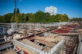 На Деревянном мосту уложат «некондиционные» трамвайные пути, чтобы закончить ремонт ко дню рождения мэра