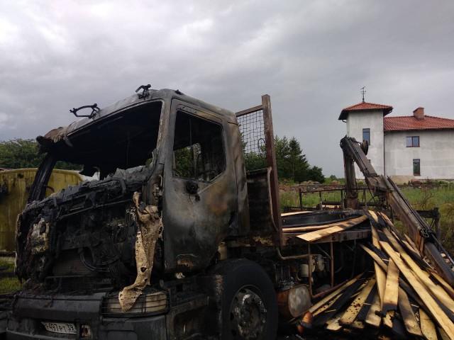 Под Калининградом шофёр погрузчика умер, зацепив стрелой кабеля ЛЭП
