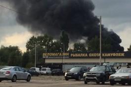 Очевидцы: В гаражном обществе на Сельме в Калининграде загорелся покрасочный цех
