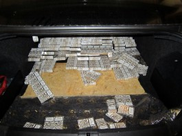 Из Калининградской области в Литву пытались вывезти 2000 пачек сигарет в тайниках машины