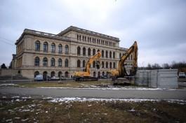 У здания бывшей кёнигсбергской биржи началась подготовка к строительству фонтана