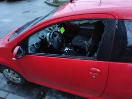 Калининградцы жалуются на подростков, которые ночью били автомобили в конце Московского проспекта