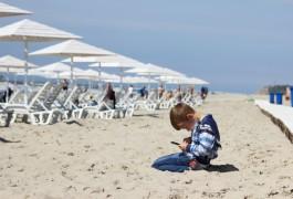 «Пляжный переполох, дорогая вода и жертвы шторма»: цифры недели