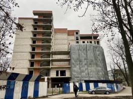 Собственник возобновит строительство гостиницы в начале улицы Горького в Калининграде
