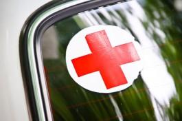 В Калининграде у автобуса лопнуло заднее колесо: пострадали два пассажира