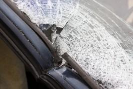 На ул. Гагарина в Калининграде в автобусе выбило стекло из-за лопнувшей шины