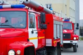 В Калининграде 11 пожарных тушили пассажирский автобус