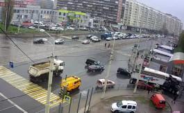 На перекрёстке улиц Фрунзе и 9 Апреля «Ауди» протаранила «Ленд Крузер»