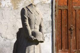 «Руины кирхи, копатели могил и памятник на сайте объявлений»: чем живёт посёлок Славское