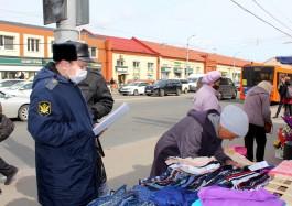 Приставы арестовали товар у нелегальных торговцев в центре Калининграда