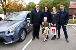 «Без дела стоять не будет»: «Автотор» подарил новую машину победителям «Семейных игр»