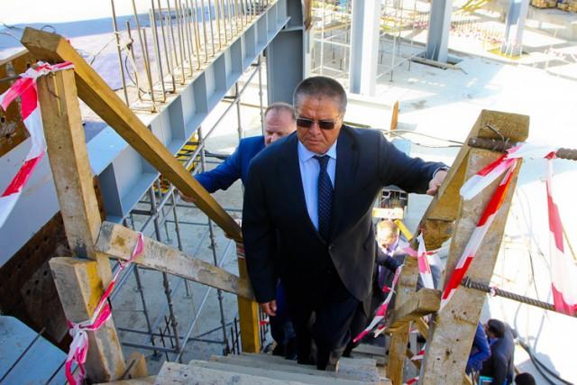 Алексей Улюкаев на месте строительства стадиона на Острове