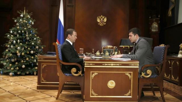 Медведев дал поручение ужесточить ответственность для «черных копателей» янтаря