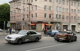 На проспекте Мира в Калининграде столкнулись три автомобиля