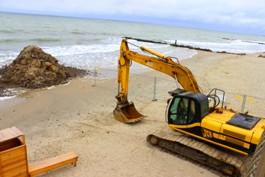 На пляже Зеленоградска начали проводить работы по берегоукреплению