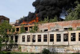 Судебные приставы опечатали здания на Нижнем озере в Калининграде, где произошёл пожар